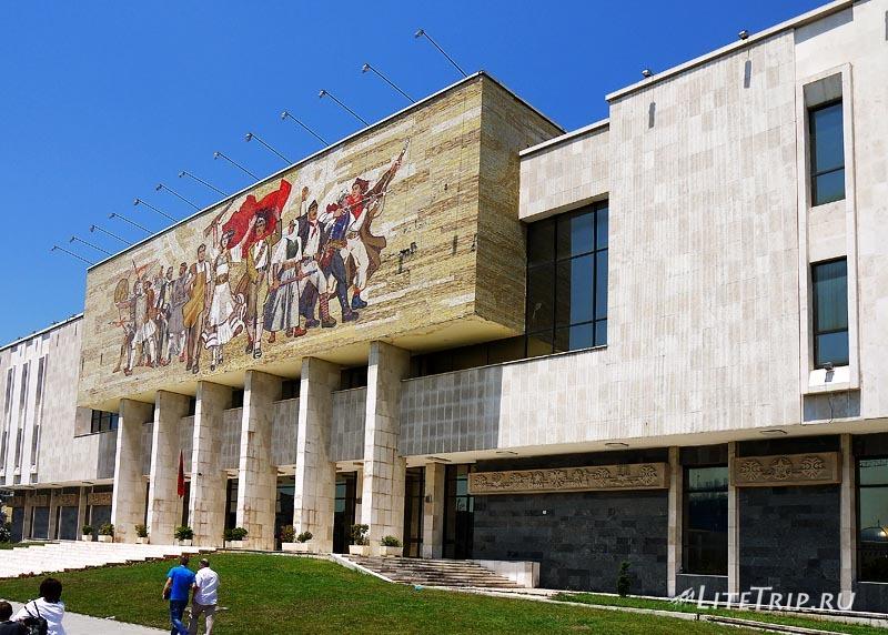 "Албания. Здания в ""советском"" стиле в Тиране."