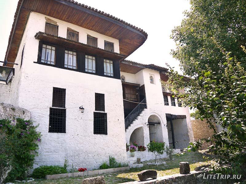 Албания. Крепость Круе - дом атамана.