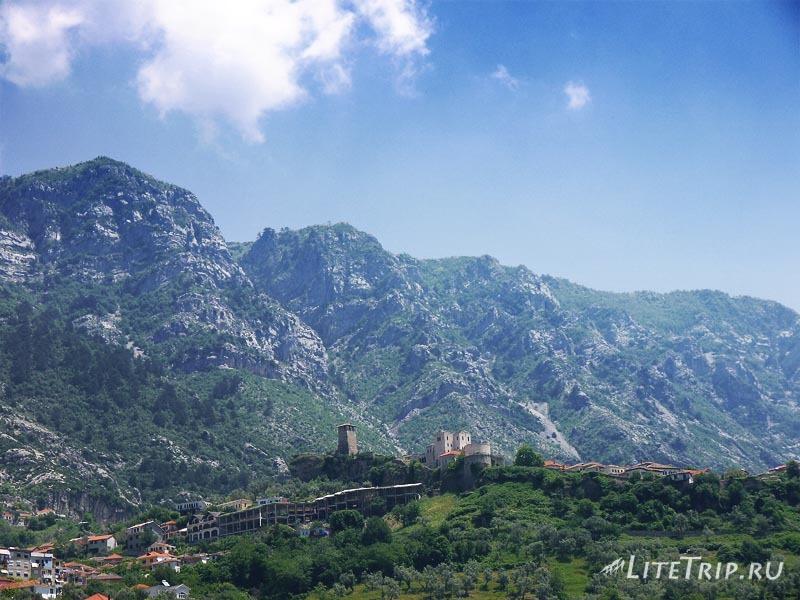 Албания. Крепость Круе на горе.