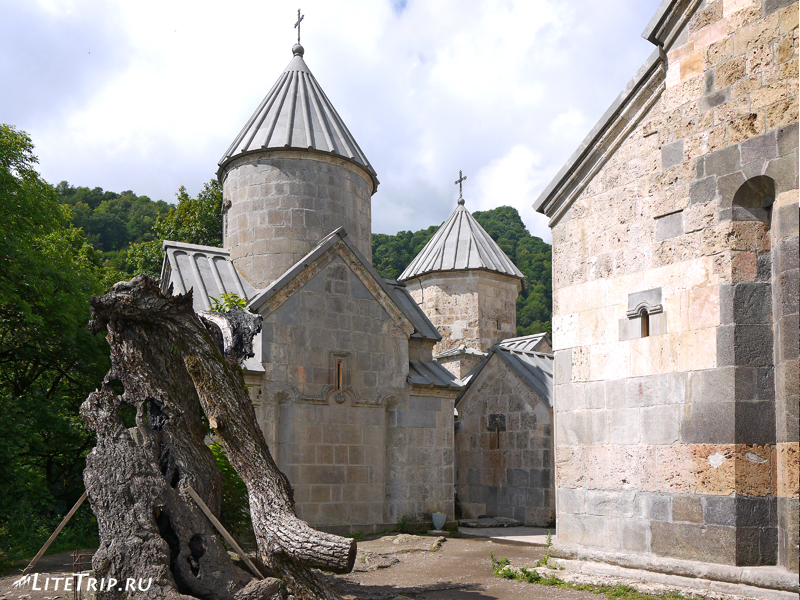 Церкви монастыря Агарцин в Дилижане