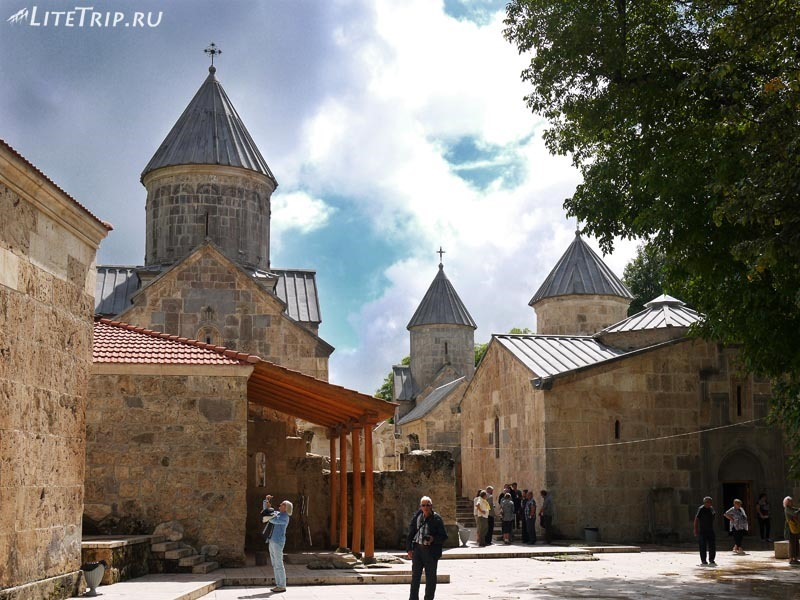 Армения. Дилижан - территория монастыря Агарсин.