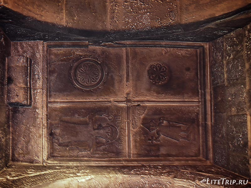 Армения. Дилижан - фрески на потолке внутри храма Агарсин.
