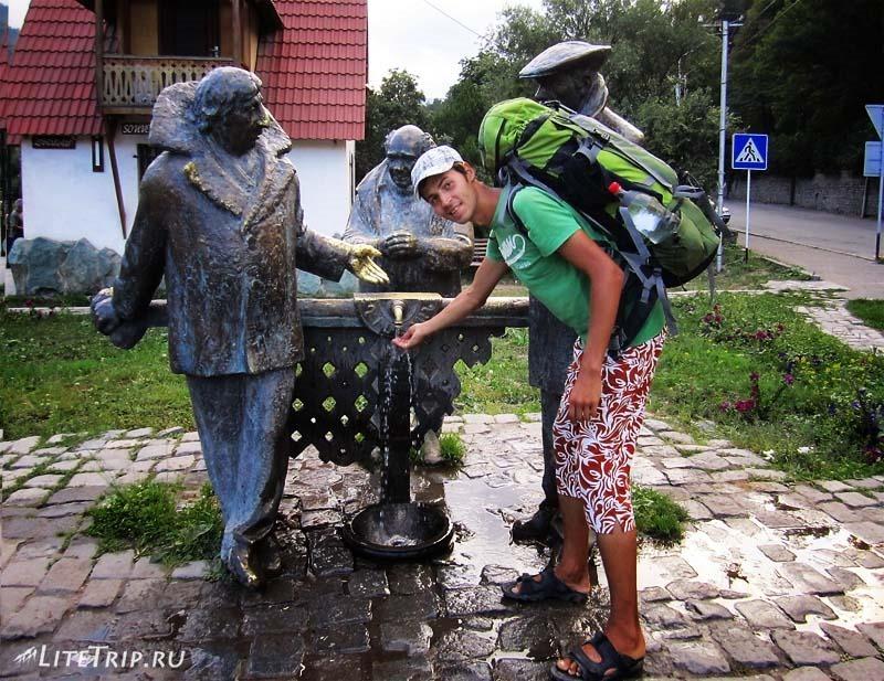 """Армения. Памятник героям фильма """"Мимино"""" в Дилижане."""