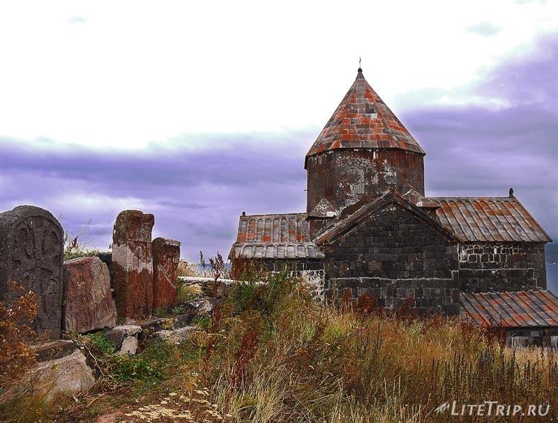 Армения. Монастырь Севанаванк - вид с обратной стороны.