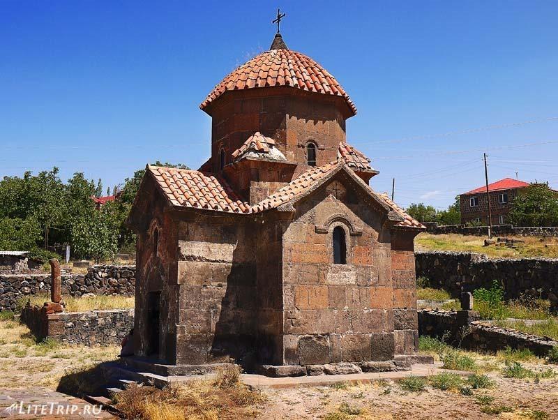 Армения. Город Аштарак - церковь Кармравор.