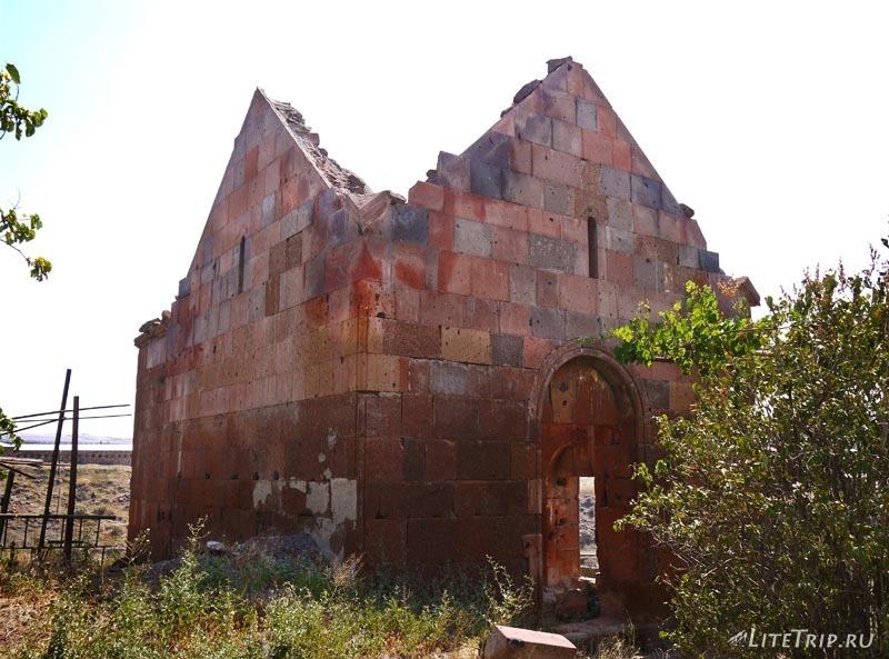 Армения. Город Аштарак - церковь Спитакавор.