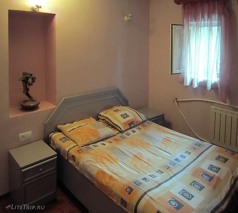 Армения. Отель в Аштараке - спальня.