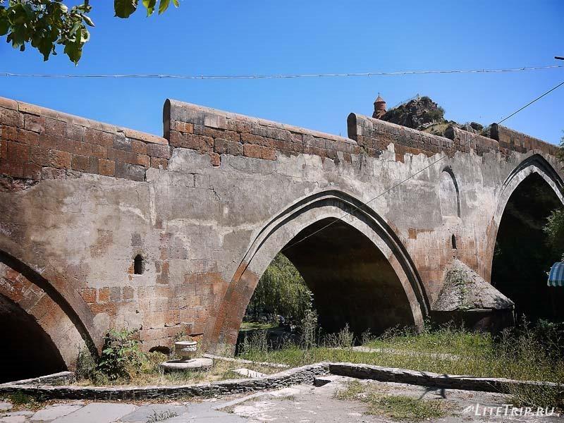 Армения. Город Аштарак - трехарочный старый мост.