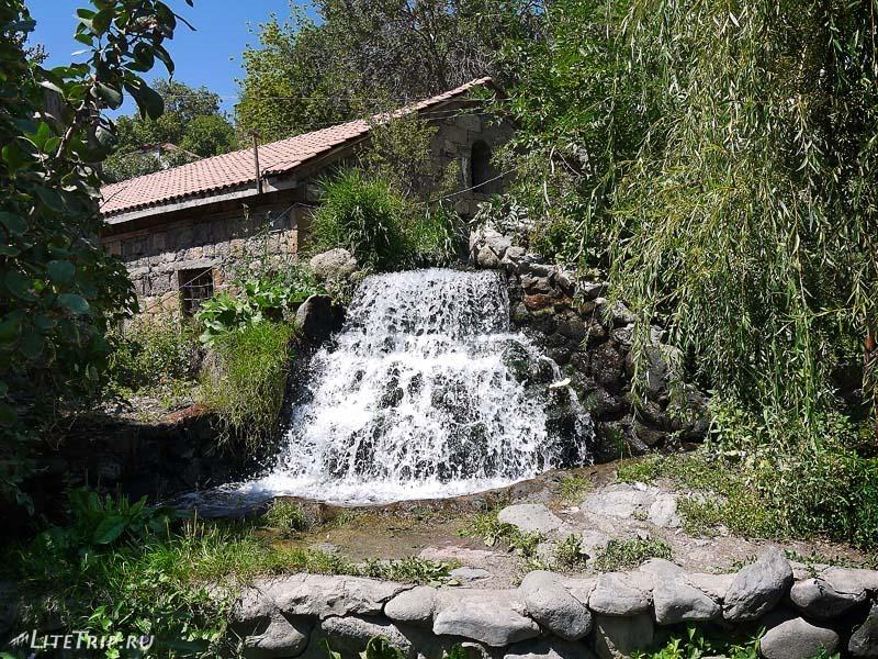Армения. Город Аштарак - парк отдыха.
