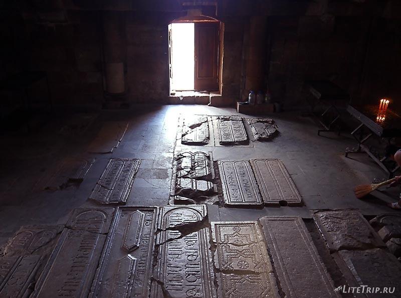 Армения. Нораванк - усыпальница церкви Сурб Карапет.