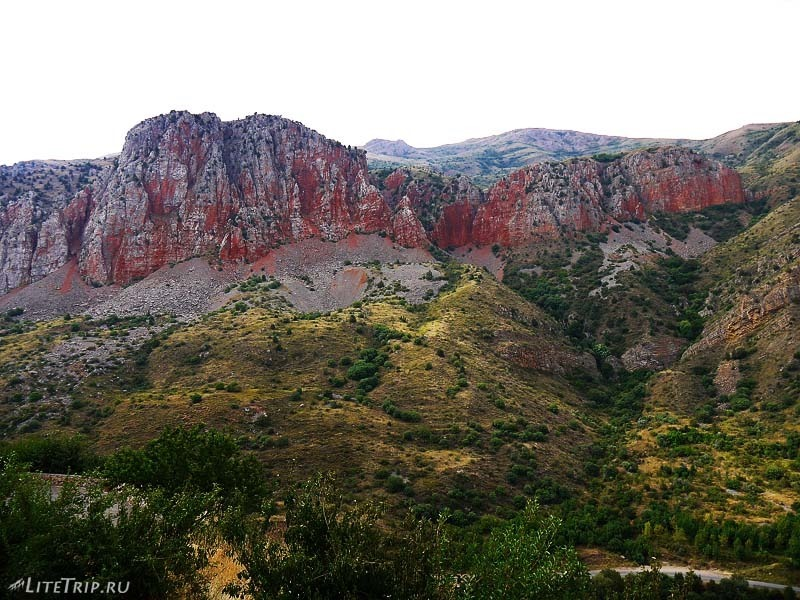Армения. Ущелье Нораванк - красные горы.