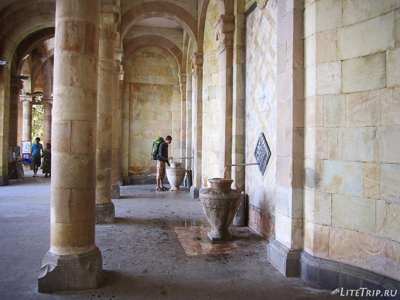 Армения. Джермук - галерея с минеральной водой.