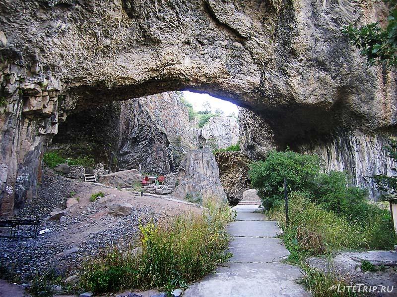 Армения. Джермук - на дне каньона.