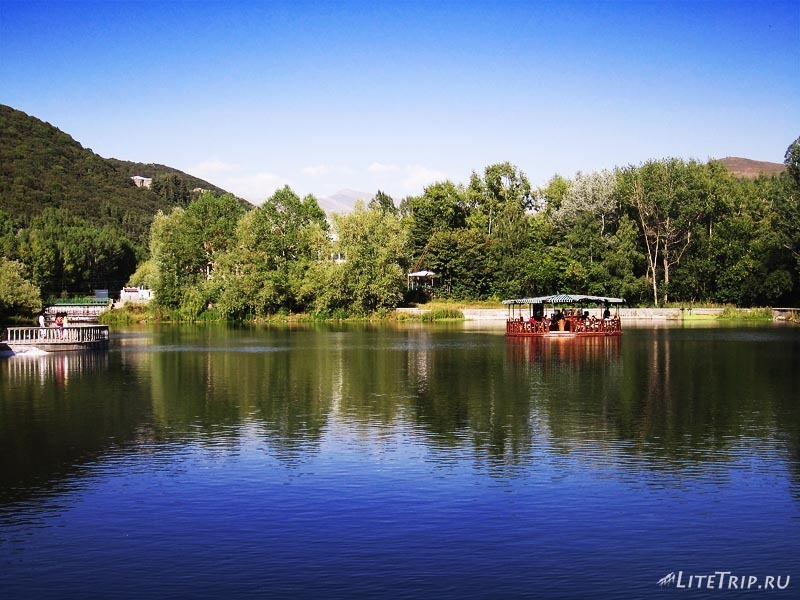 Армения. Джермук - пруд в парке.