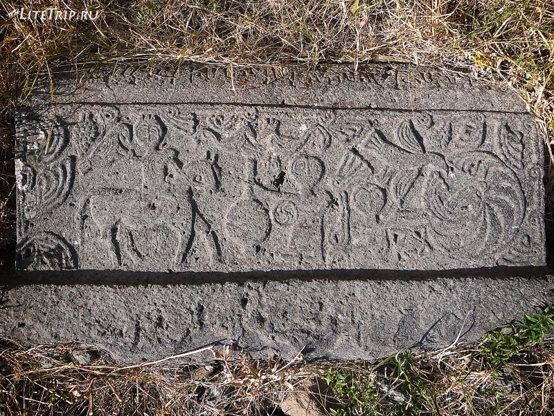 Армения. Гндеваз - территория монастыря Гндеванк, надгробная плита.
