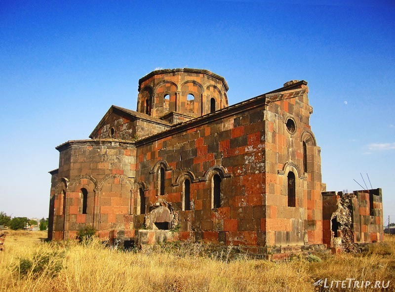 Армения. Талин - большой талинский храм.