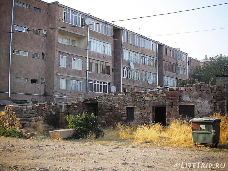 Армения. Талин - развалины во дворе.
