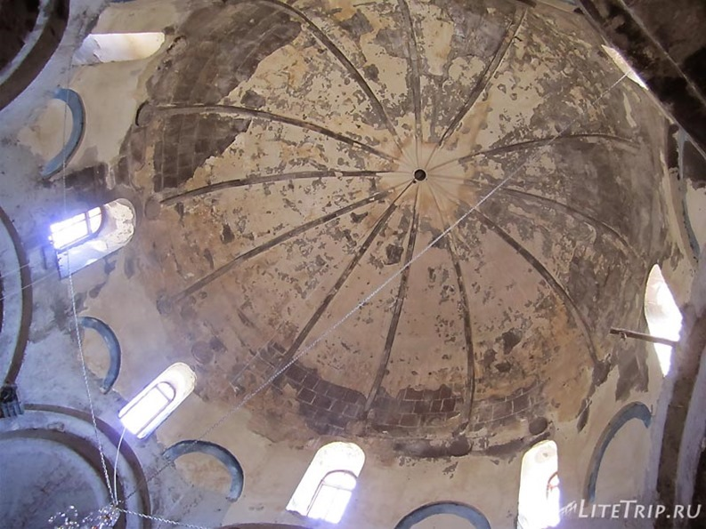 Армения. Мастара - купол церкви Святого Иоанна Крестителя.