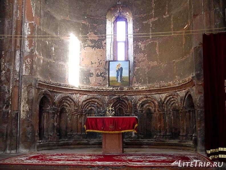 Армения. Монастырский комплекс Мармашен - внутри храма.