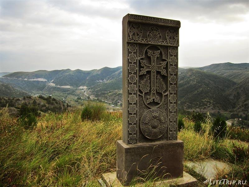 Армения. Нагорный Карабах - церковь Saint Hambardzum, хачкар.