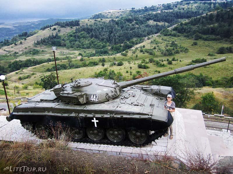 Армения. Нагорный Карабах, город Шуши - танк.