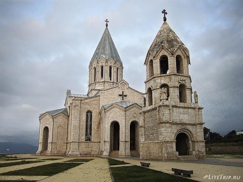 Армения. Нагорный Карабах, город Шуши - собор святого Христа Всеспасителя.