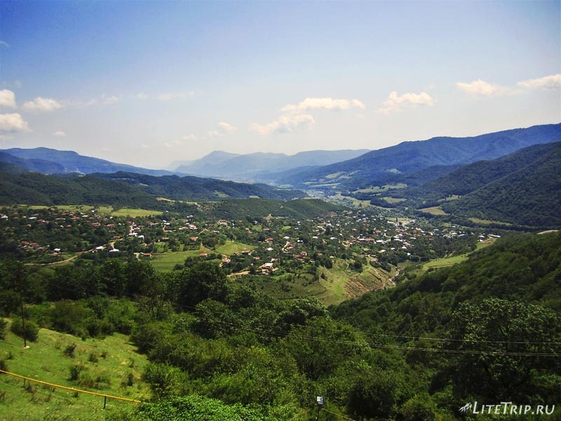 Нагорный Карабах. Деревня Ванк - вид с горы Гандзасар.