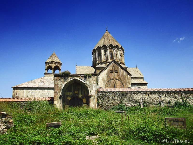 Нагорный Карабах. Кладбище монастыря Гандзасар.