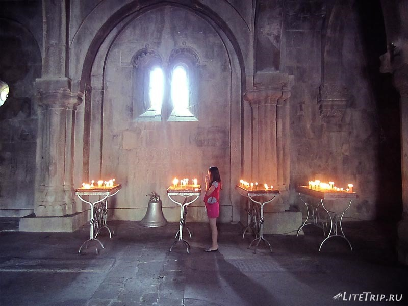Нагорный Карабах. Внутри храма Гандзасар.