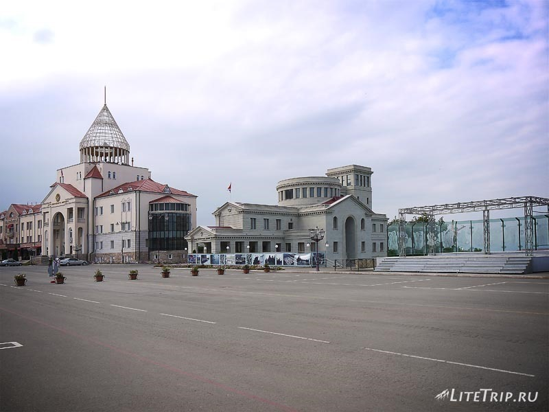 Нагорный Карабах. Степанакерт - площадь Возрождения.