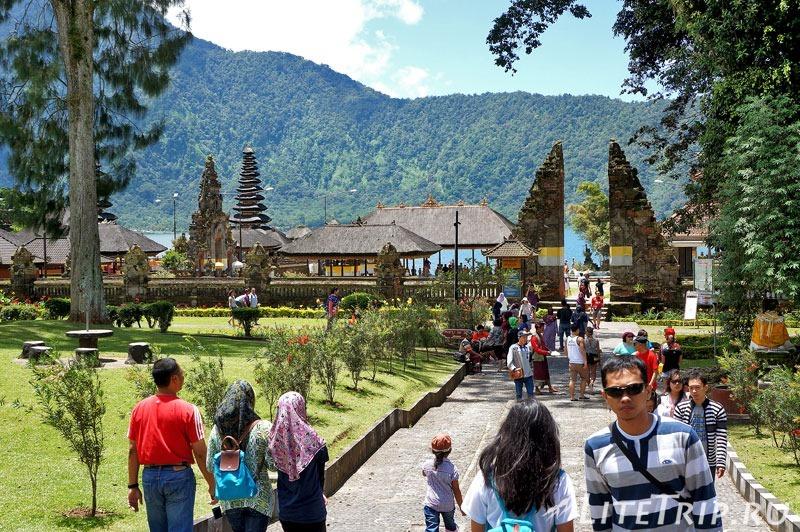 Индонезия. Бали. Храм Улун Дану. Входные ворота.
