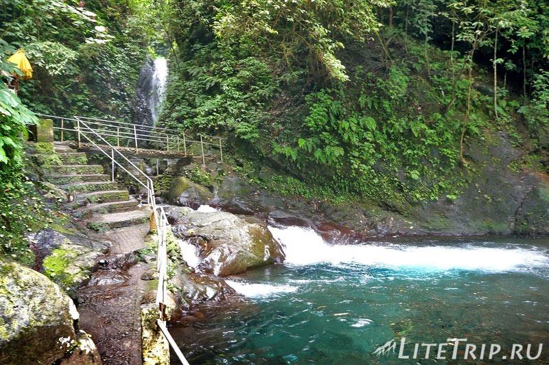 Индонезия. Бали. Водопады Гит-Гит. Мостик