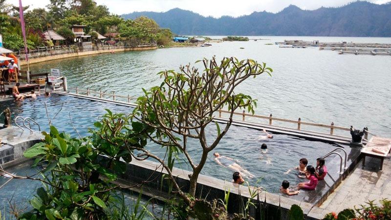 Индонезия. Бали. Горячие источники у вулкана Батур