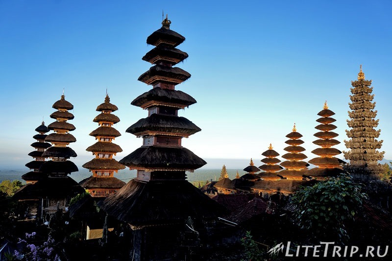 Индонезия. Бали. Храм Бесаких. Встреча рассвета.