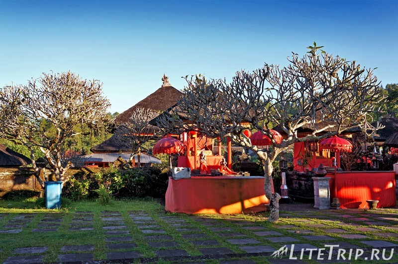Индонезия. Бали. Храм Бесаких. Территория.