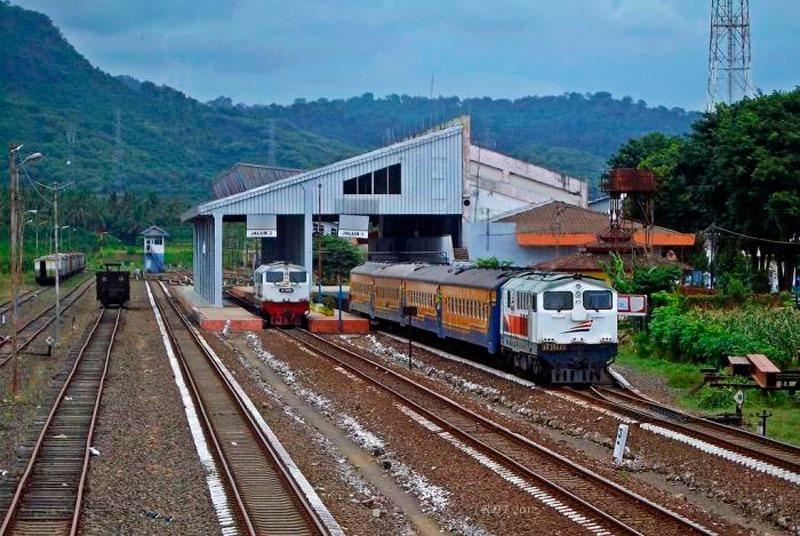 Индонезия. Ява. Вокзал в Баньюванги.
