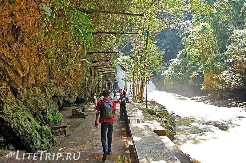 Индонезия. Сулавеси. Национальный парк Бантимурунг - дорожка.