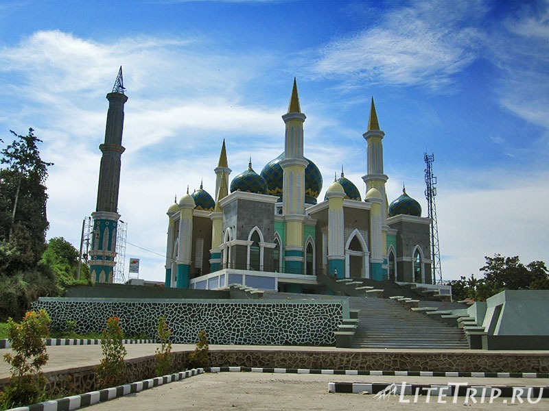 Индонезия. Сулавеси. Автостопом до Энреканга - мечеть