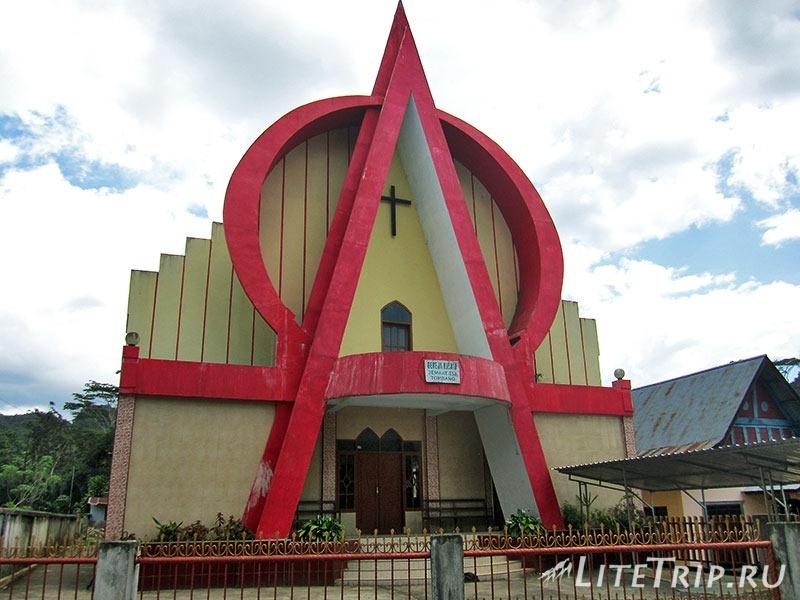 Индонезия. Сулавеси. Тана-Тораджа. Католические церкви.