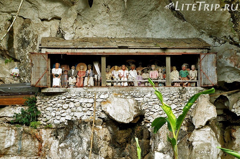 Индонезия. Сулавеси. Тана-Тораджа. Лонда. Куклы Тау-Тау.