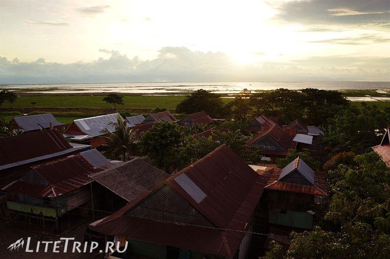 Индонезия. Сулавеси. Сенгкан. На берегу озера Темпе.