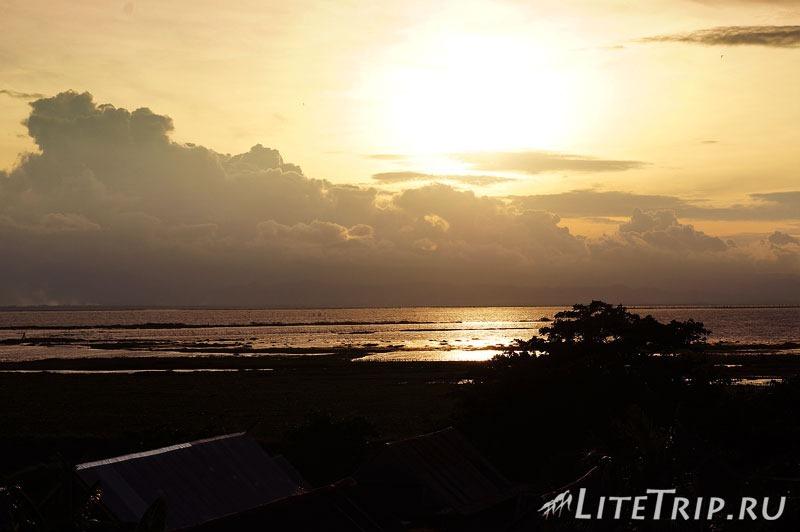 Индонезия. Сулавеси. Сенгкан. Закат на озере Темпе.