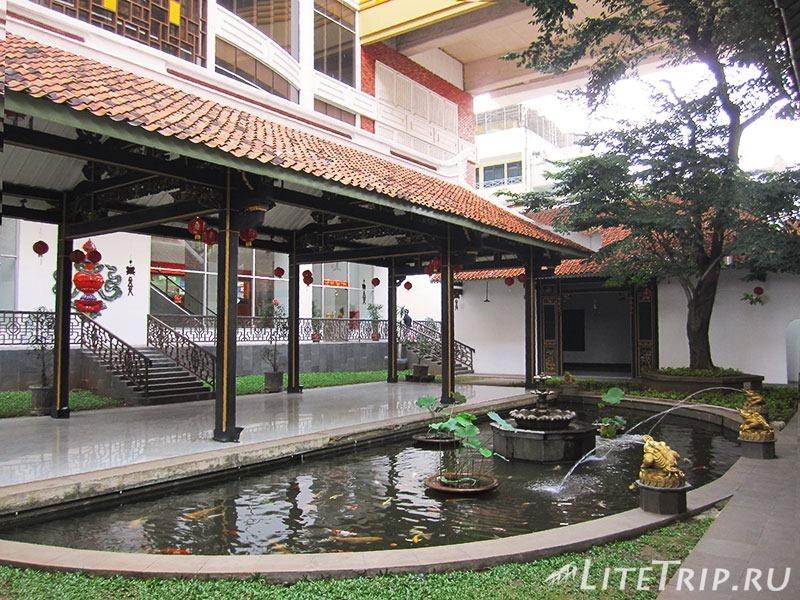 Индонезия. Джакарта. Дом-музей Чандра Ная. Фонтан