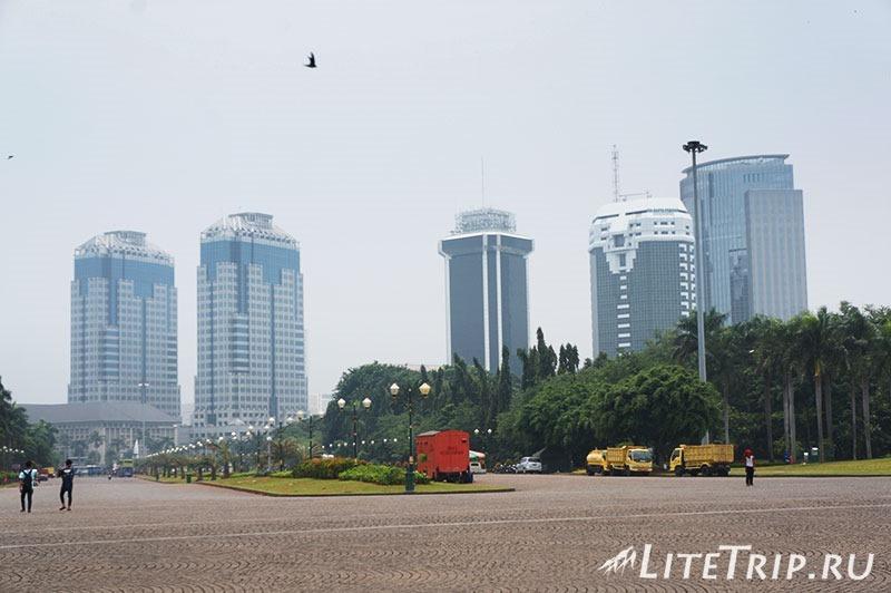 Индонезия. Джакарта. Площадь Свобоы - здания по периметру.