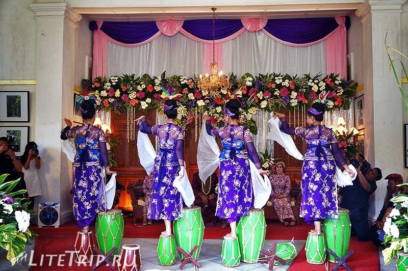 Индонезия. Ява. Богор. Свадьба в ботаническом саде - танцы.