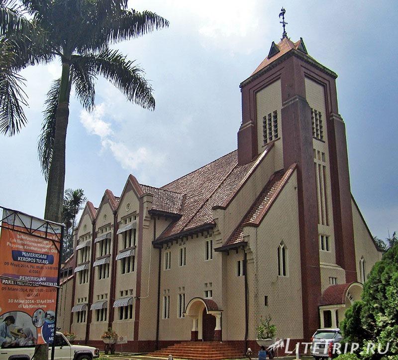 Индонезия. Ява. Богор. Протестанская церковь Gereja Zebaoth