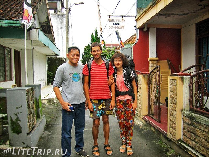 Индонезия. Ява. Вписка в Меланге - фото с Кусом.