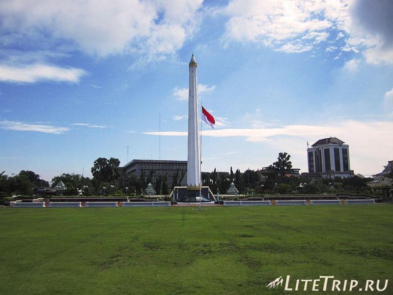 Индонезия. Ява. Сурабая. Памятник героям - монумент.