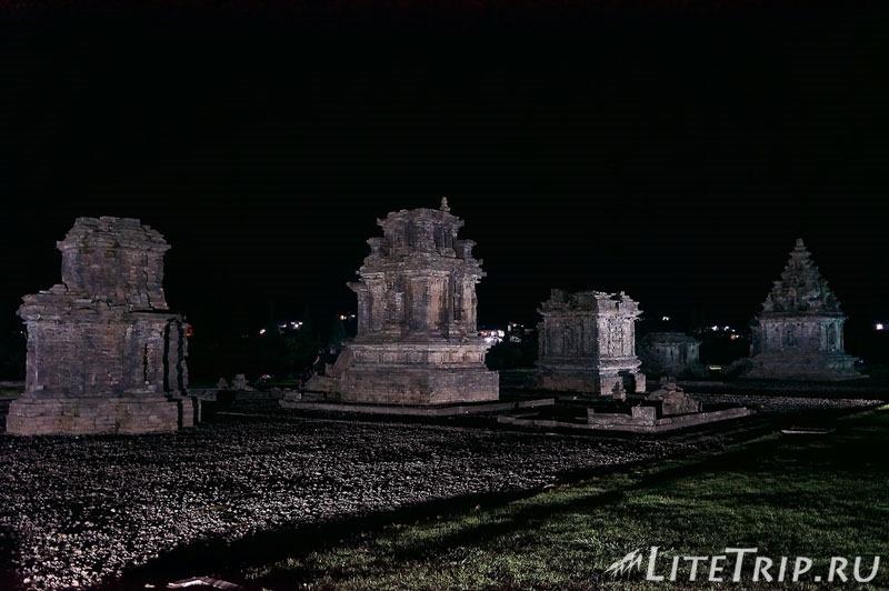 Индонезия. Ява. Плато Диенг. Храм Arjuna ночью