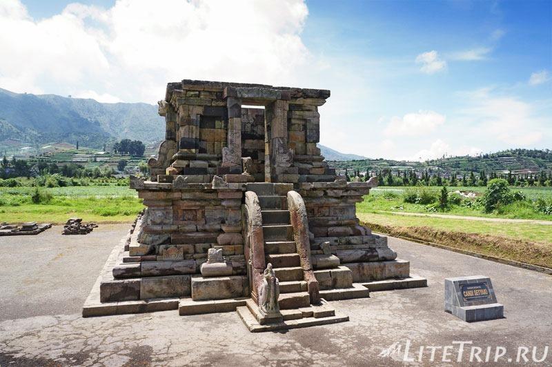 Индонезия. Ява. Плато Диенг. Храм Setyaki